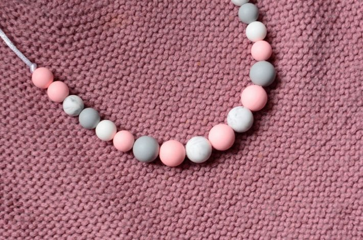 Baby teething necklace for mums med res