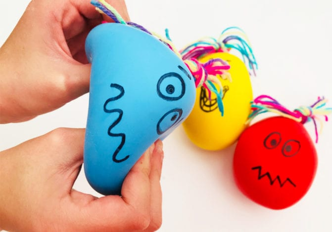 Fun kids crafts - balloon squish-monsters draw on faces