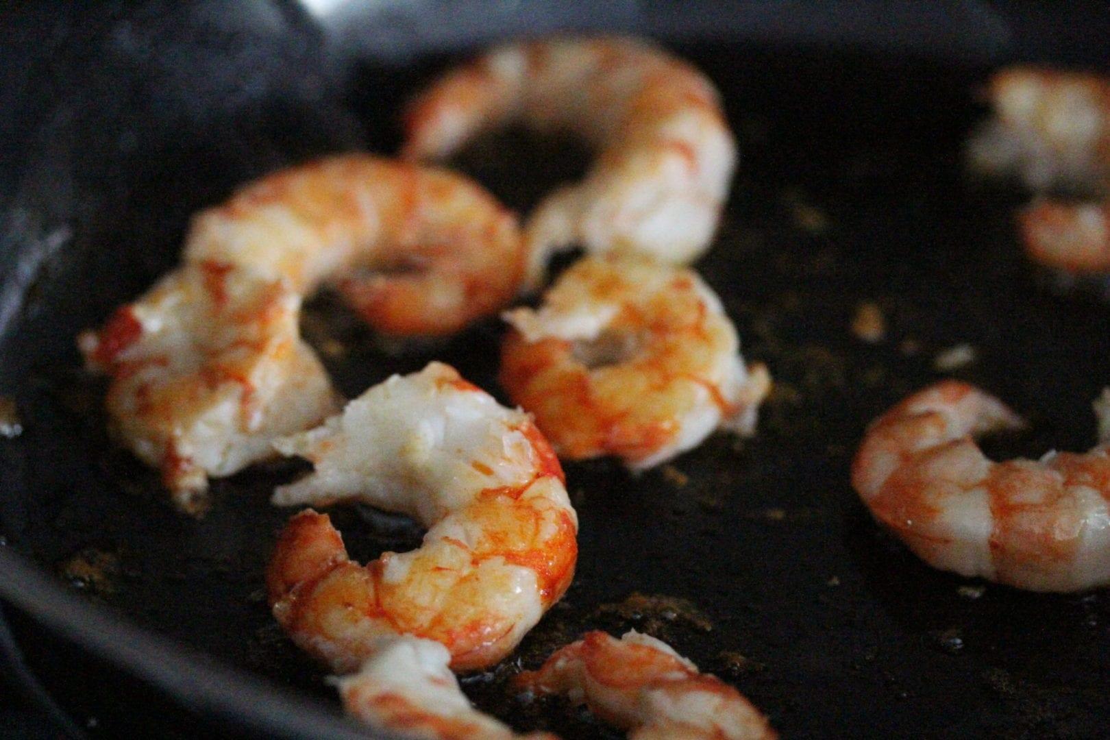 Pad Thai fun family dinner - prawn simmering