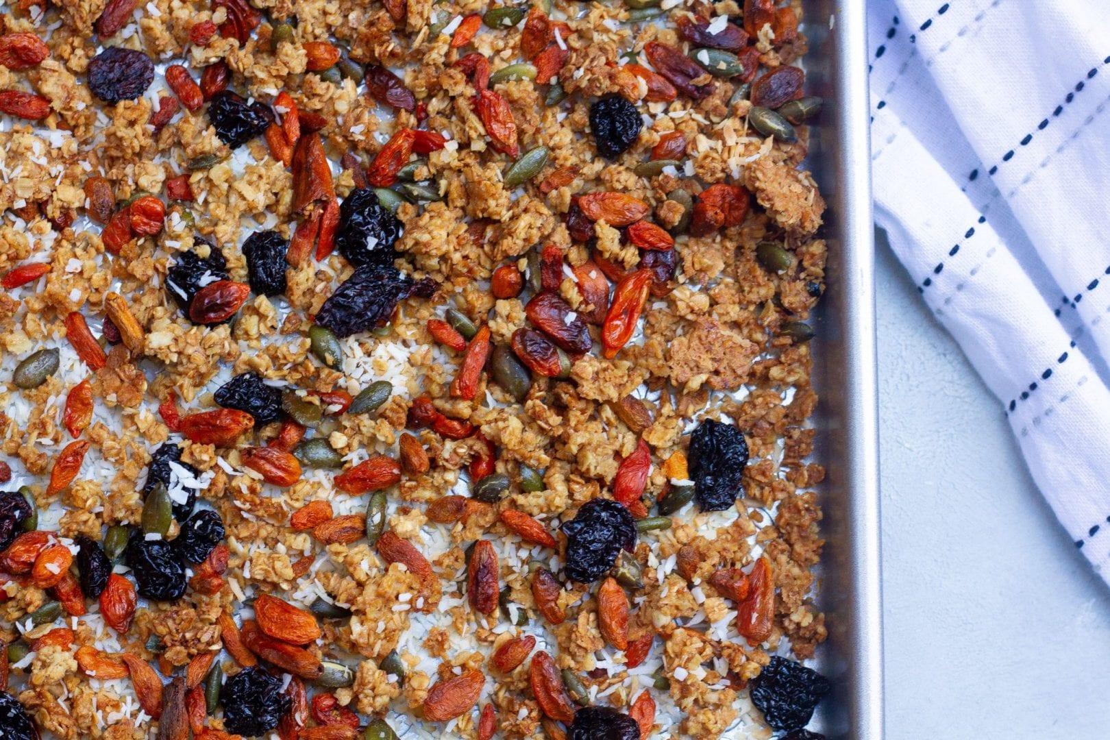Granola - homemade granola recipe - superfood granola