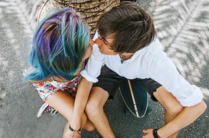 Teenage dating - teenagers social media