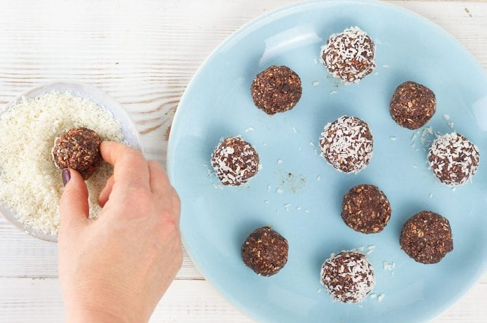 Beetroot bliss balls - make these no bake beetroot and chocolate energy bites as a healthy snack for kids and adults balls - enjoy these healthy energy bites