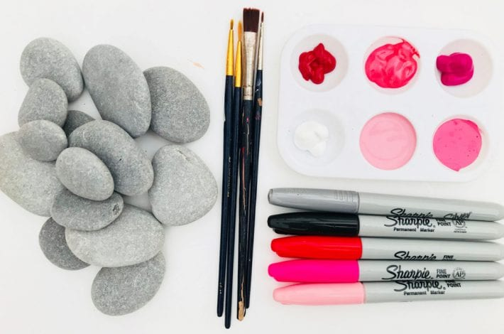 Heart painted rocks - try this great Valentines craft for kids