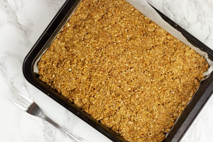 Jam crumble with oats - try these amazing oat crumble bars