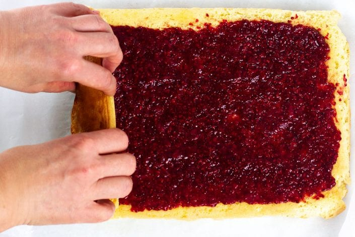 Jam roly poly cake - make this delicious sponge cake