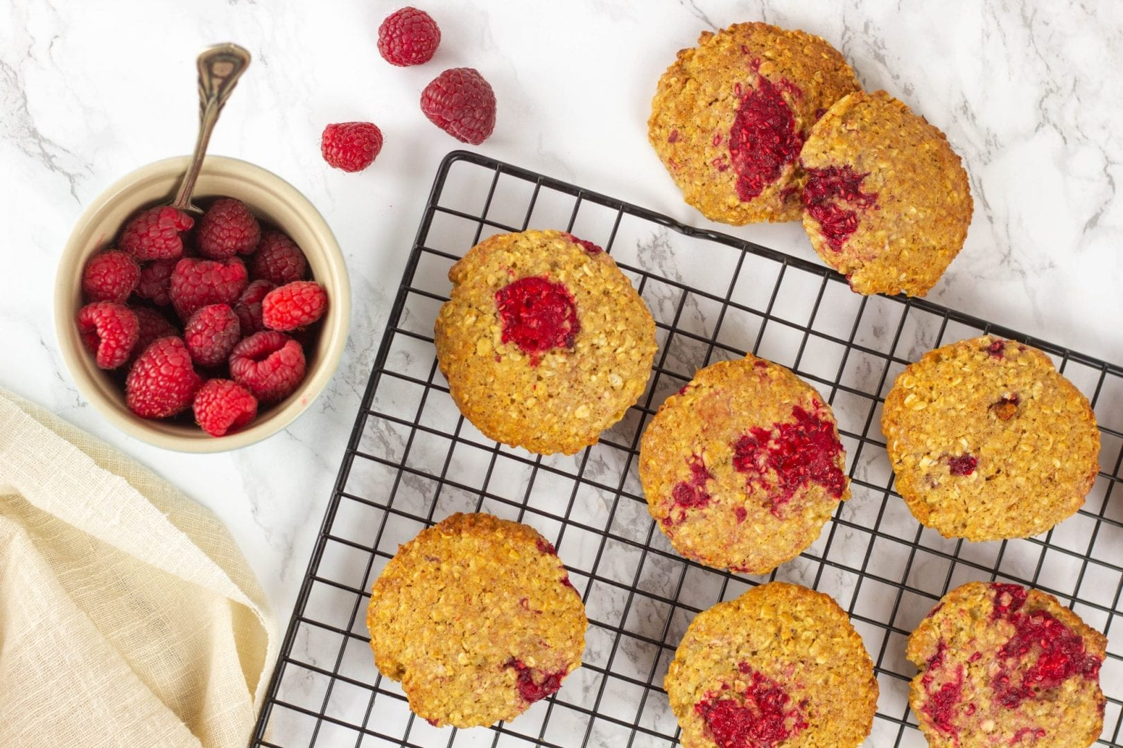 Raspberry cookies - make a healthy kids snack with these raspberry oatmeal cookies