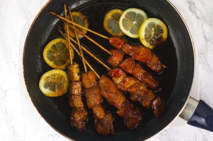 Make these sticky lemon chicken skewers for your next family dinner. Sticky chicken skewers are a great way to make chicken taste delicious, without breadcrumbs and frying.