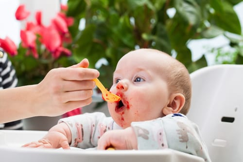 Ultimate guide to weaning baby - how to get started with weaning and with baby's first foods