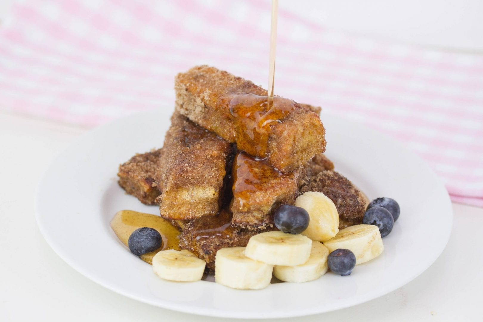 Cinnamon french toast sticks - enjoy these delicious and wholesome french toast sticks as a great family breakfast