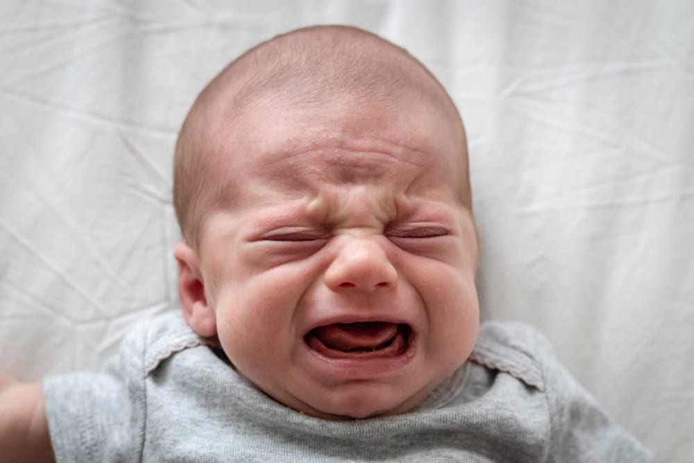 Signs of colic - how to soothe baby colic - symptoms of baby colic - baby colic relief