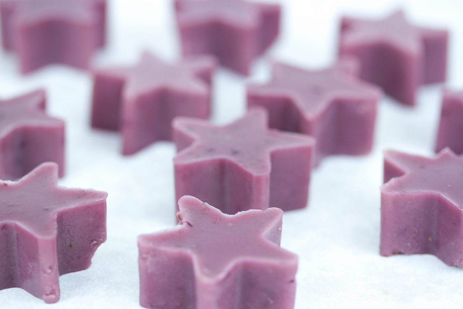 blueberry gummies - try these homemade blueberry sweets made with fresh fruits and a great dairy free snack