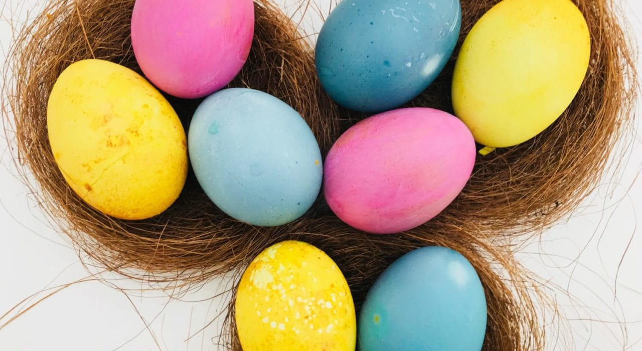 Natural Easter egg dye - How to colour Easter eggs using natural dyes