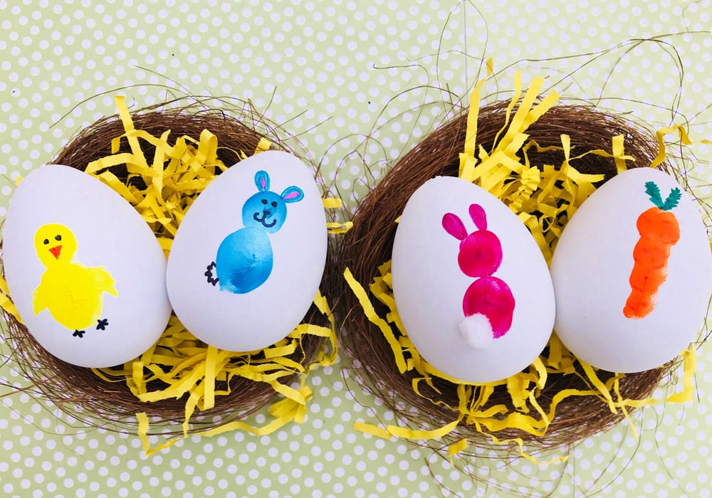 How to decorate Easter eggs using fingerprints