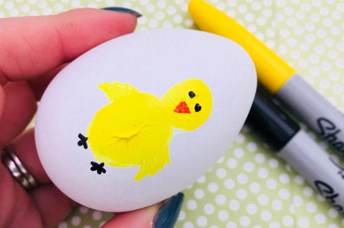 Thumbprint Easter eggs - Learn how to decorate Easter eggs with this fun Easter craft for kids