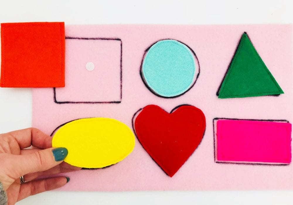 How to make a shape matching game for kids - enjoy playing this fun shape matching game with these felt shapes