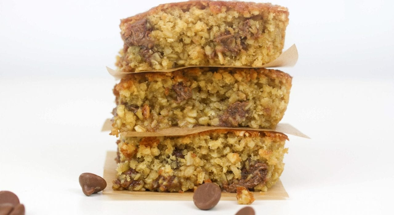 Oatmeal chocolate chip bars - this oatmeal bake is a delicious kids snack or dessert thats easy to make