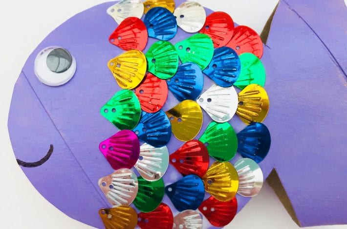 Toilet roll fish - make these colourful and shiny rainbow fish using recycled toilet rolls . A great summer craft for kids.