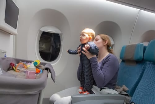 Flying with a newborn. Flying with baby rules, tips and packing lists for air travel with baby