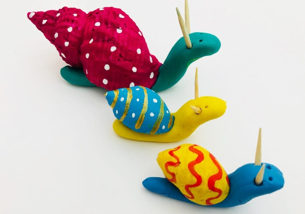 Painted seashell snails - these easy seashell crafts are a great summer craft for kids
